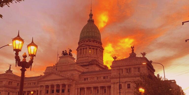 Democracia Accidente Argentino